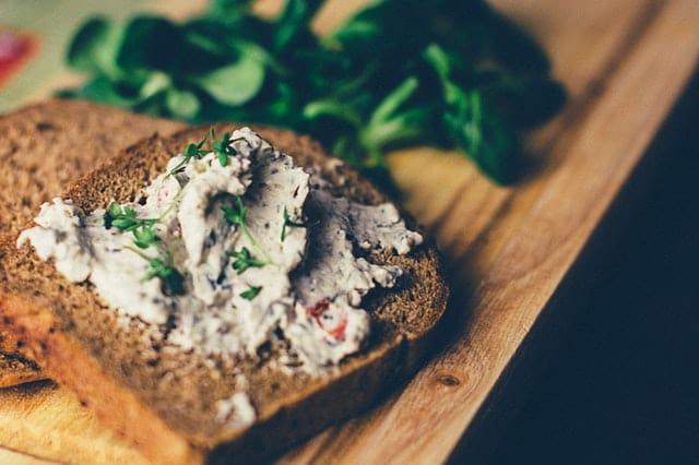 breakfast-supper-lambs-lettuce-cuckooflower-72741 Skuteczna dieta odchudzająca - co jeść, a czego unikać?
